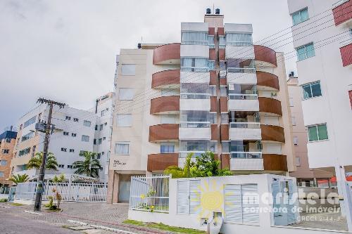 Apartamento com vista mar, próximo ao clube.