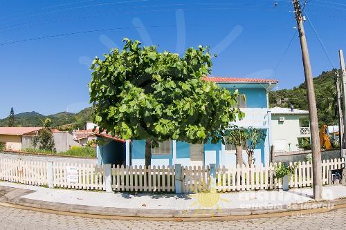 Casa ampla próxima a praia.