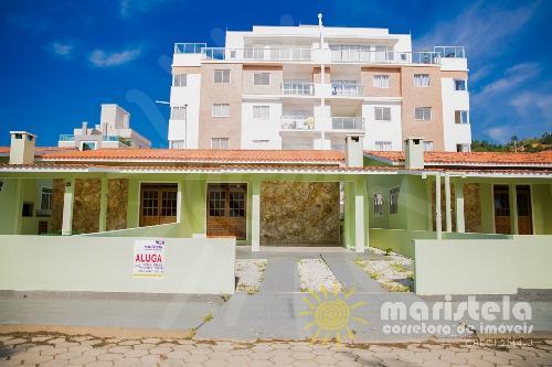 Conjunto de 06 casas geminadas, com 03 dormitórios cada.