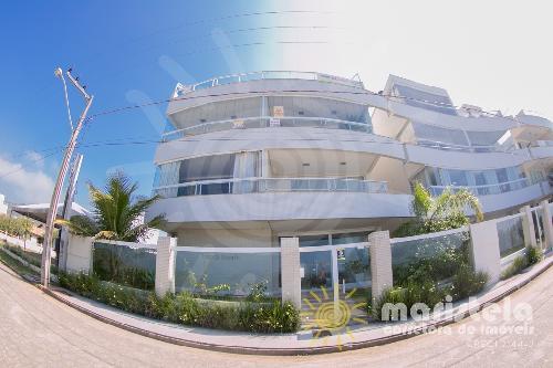Apartamento alto padrão à beira mar.
