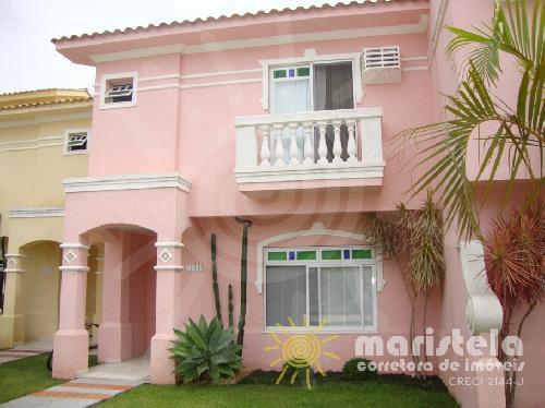 Casa em condomínio de alto padrão, próximo à praia.