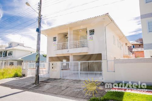 Casa geminada ampla no Palmas do Arvoredo.